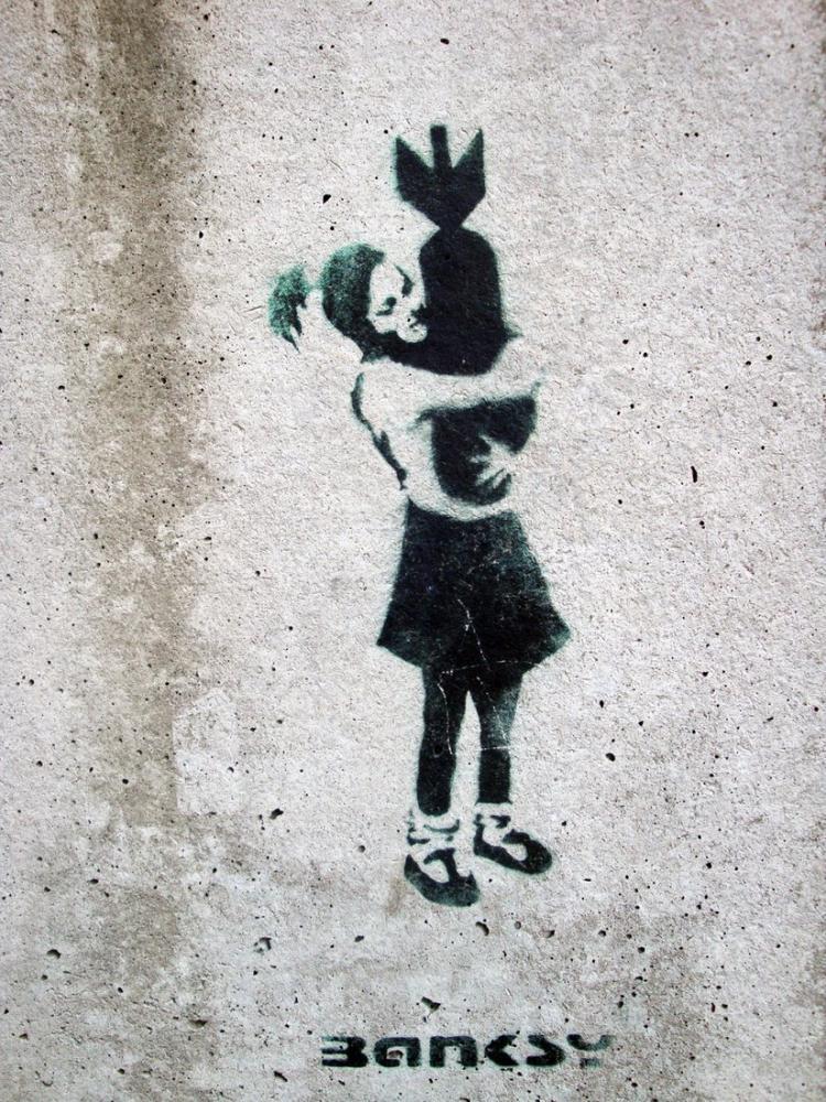 Banksy, Kız Bombaya Sarılıyor, Kanvas Tablo, Banksy