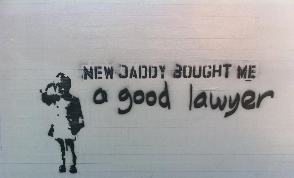Banksy, Yeni Baba Bana İyi Bir Avukat Aldı, Kanvas Tablo, Banksy
