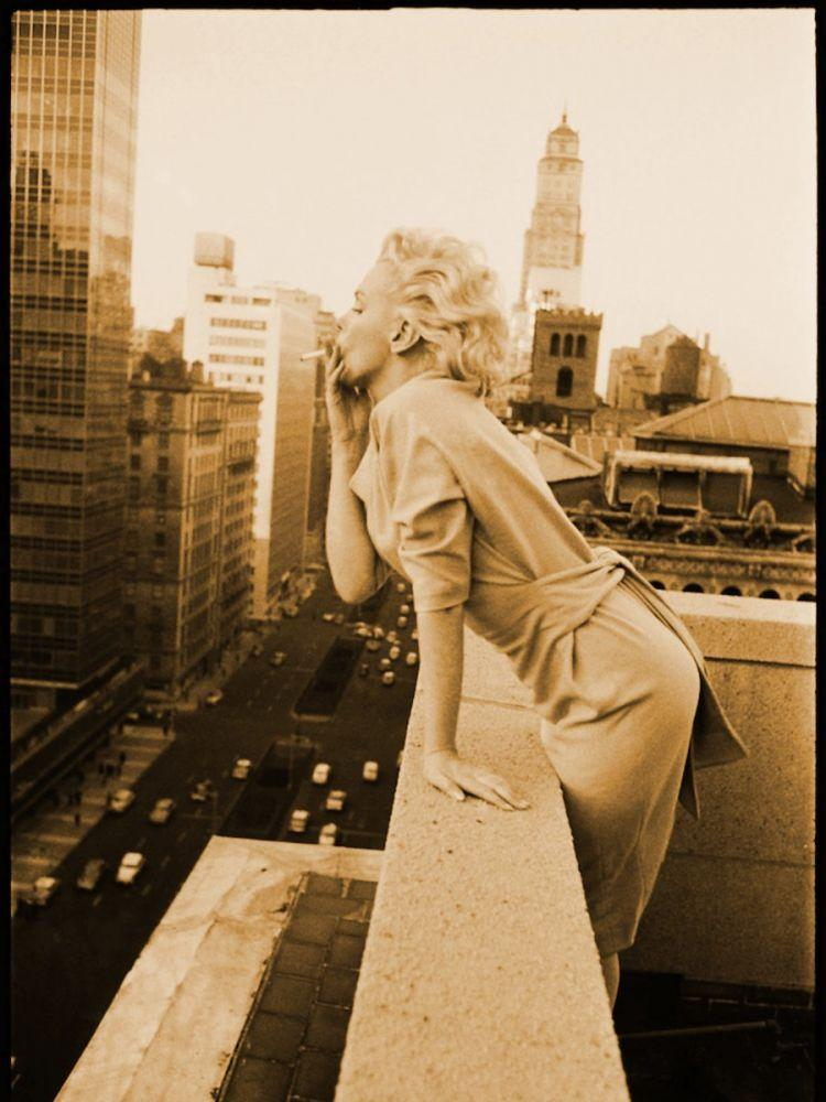 Marilyn Monroe Smoking On Terrace in Brooklyn, Marilyn Monroe, Poster Satış, all posters, kanvas tablo, canvas print sales