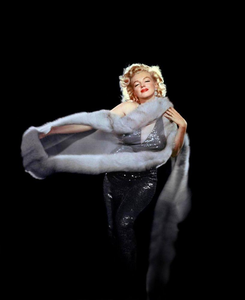 Marilyn Monroe With Furry Black 2, Marilyn Monroe, Poster Satış, all posters, kanvas tablo, canvas print sales