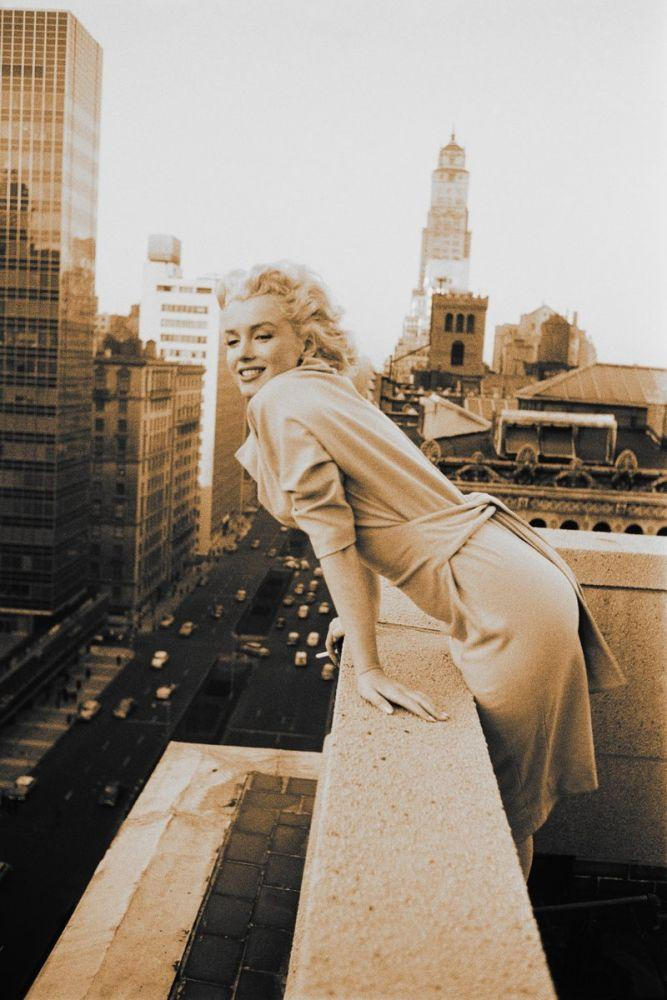 Marilyn Monroe Brooklyn de Bir Balkonda 5, Marilyn Monroe, Poster Satış, all posters, kanvas tablo, canvas print sales