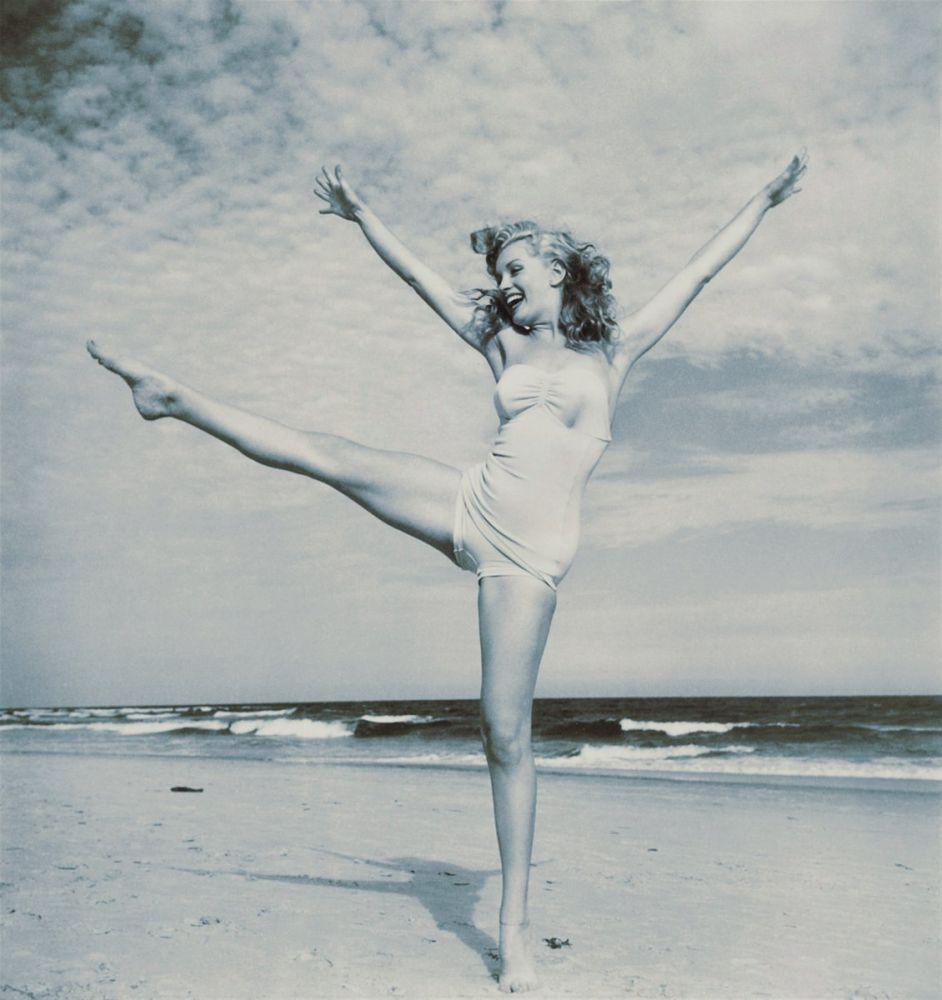Marilyn Monroe Standing o The Beach, Marilyn Monroe, Poster Satış, all posters, kanvas tablo, canvas print sales