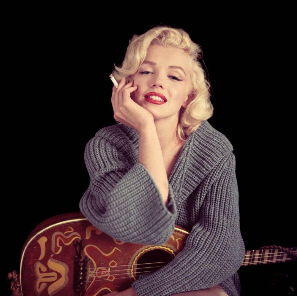 Marilyn Monroe Smoking With Guitar, Marilyn Monroe, Poster Satış, all posters, kanvas tablo, canvas print sales