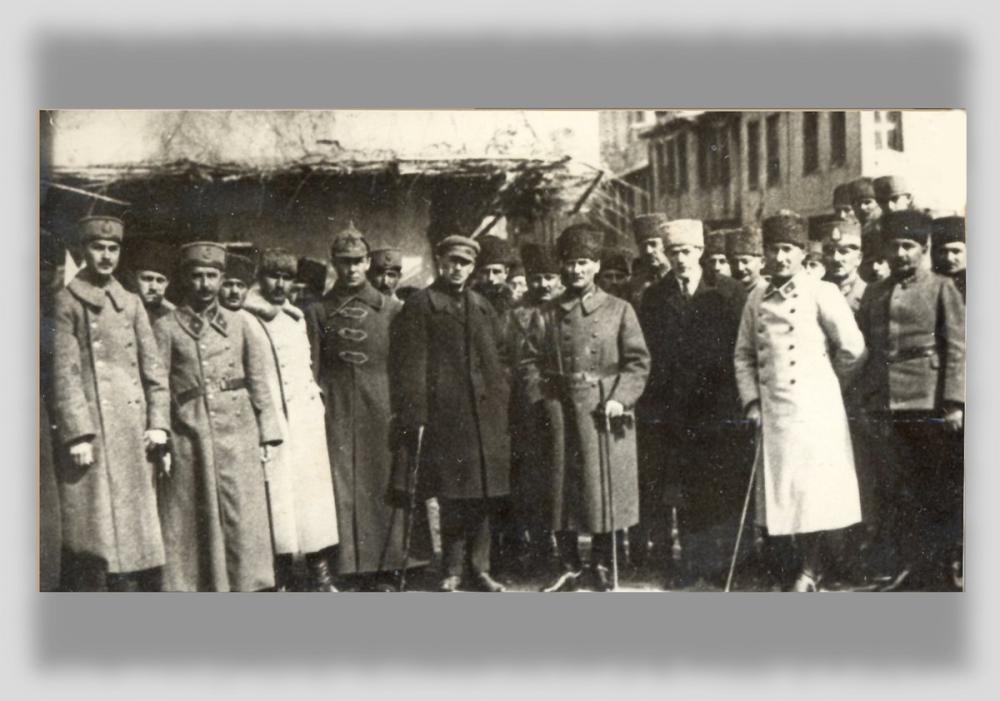 Mustafa Kemal Atatürk, Büyük Taarruz Öncesi Akşehir de Sovyet Heyetle, Mustafa Kemal Atatürk, Poster Satış, all posters, kanvas tablo, canvas print sales