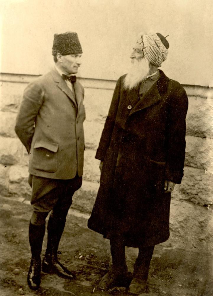 Mustafa Kemal Atatürk, Diyap Ağa ile Konuşurken, Mustafa Kemal Atatürk, Poster Satış, all posters, kanvas tablo, canvas print sales