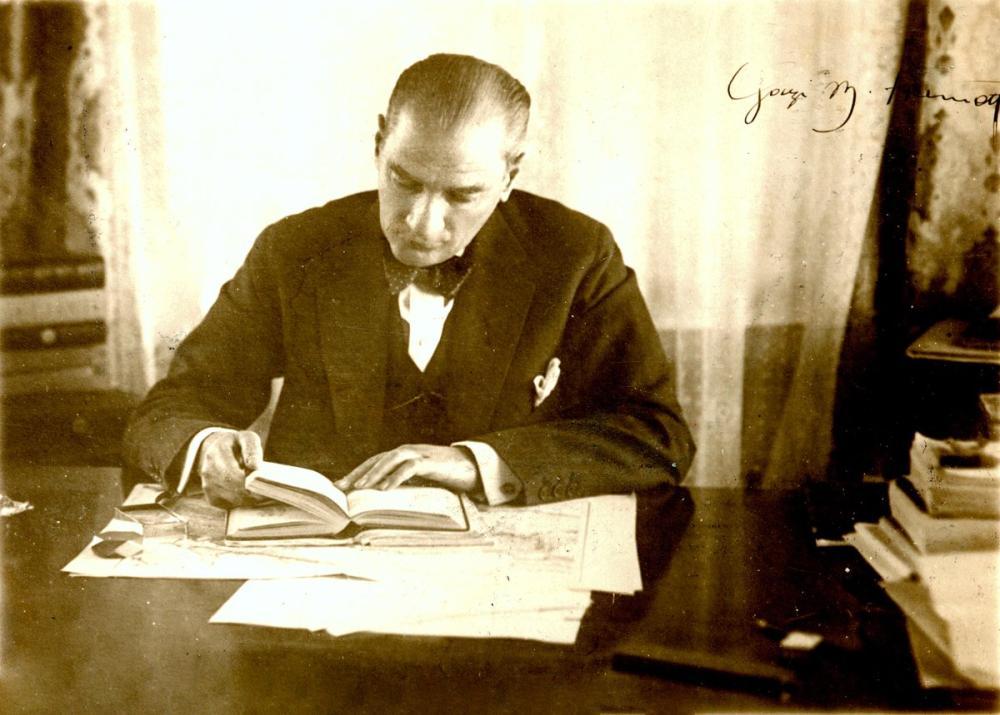 Mustafa Kemal Atatürk, Kitap Okuyor, Mustafa Kemal Atatürk, Poster Satış, all posters, kanvas tablo, canvas print sales