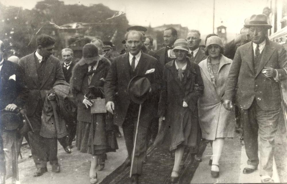 Mustafa Kemal Atatürk, While Walking, Mustafa Kemal Atatürk, Poster Satış, all posters, kanvas tablo, canvas print sales