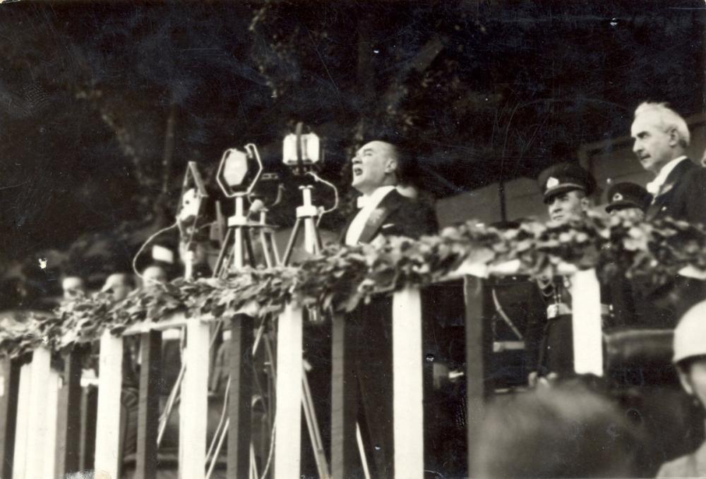 Mustafa Kemal Atatürk, Cumhuriyet Kutlamalarında Kürsüde, Mustafa Kemal Atatürk, Poster Satış, all posters, kanvas tablo, canvas print sales