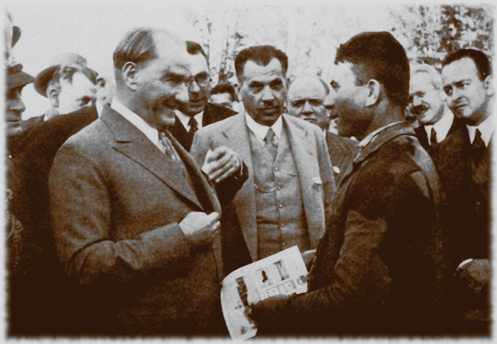 Mustafa Kemal Atatürk, Halkı Dinlerken, Mustafa Kemal Atatürk, Poster Satış, all posters, kanvas tablo, canvas print sales
