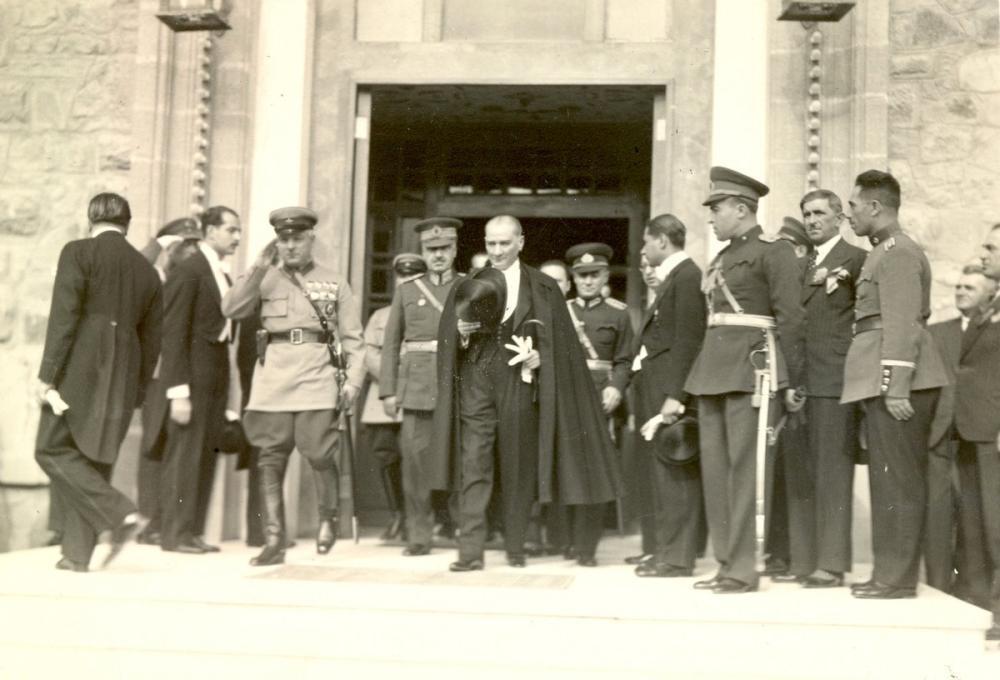 Mustafa Kemal Atatürk, Ulus, Leaving the Assembly, Mustafa Kemal Atatürk, Poster Satış, all posters, kanvas tablo, canvas print sales