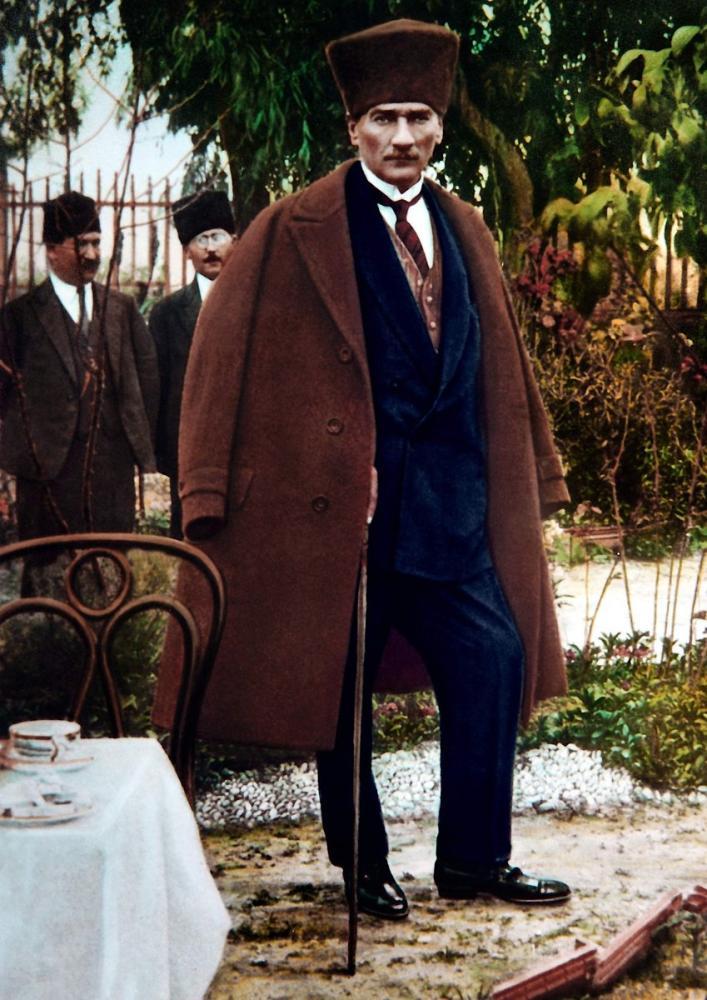 Mustafa Kemal Atatürk, Ayakta Palto ve Bastonla, Mustafa Kemal Atatürk, Poster Satış, all posters, kanvas tablo, canvas print sales