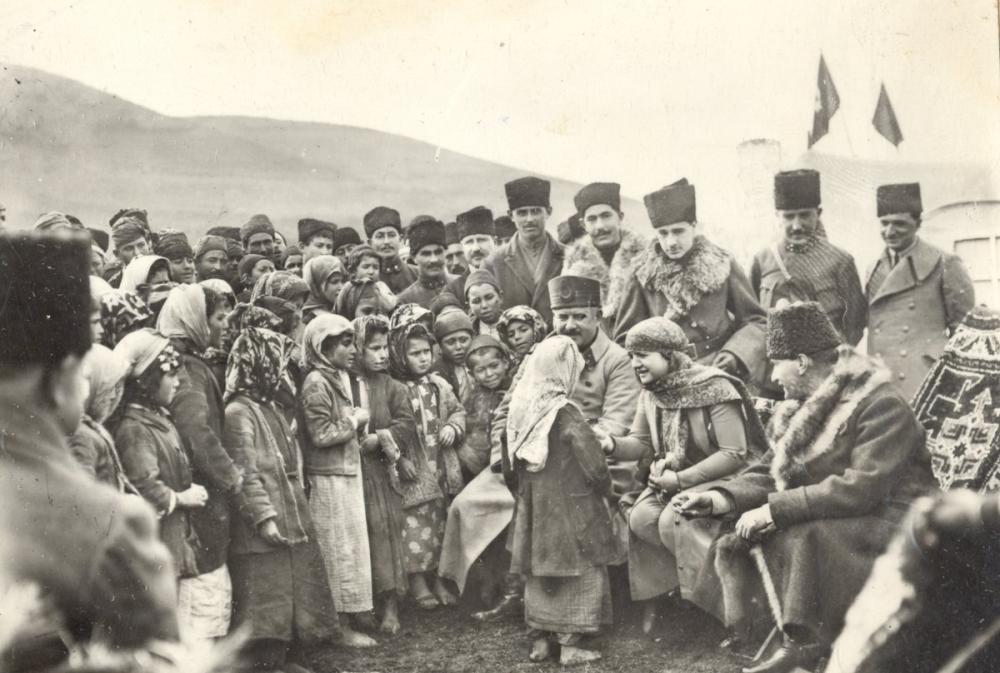 Mustafa Kemal Atatürk, Köy Çocuklarıyla, Mustafa Kemal Atatürk, Poster Satış, all posters, kanvas tablo, canvas print sales