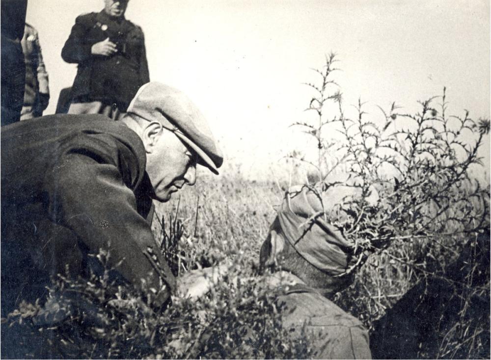 Mustafa Kemal Atatürk, Trakya Manevralarında Siperde Bir Asker İle Konuşurken, Mustafa Kemal Atatürk, Poster Satış, all posters, kanvas tablo, canvas print sales