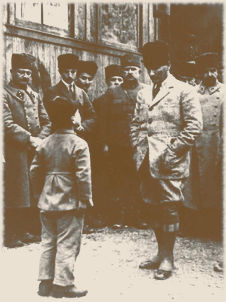 Mustafa Kemal Atatürk Listening to a Child, Mustafa Kemal Atatürk, Poster Satış, all posters, kanvas tablo, canvas print sales