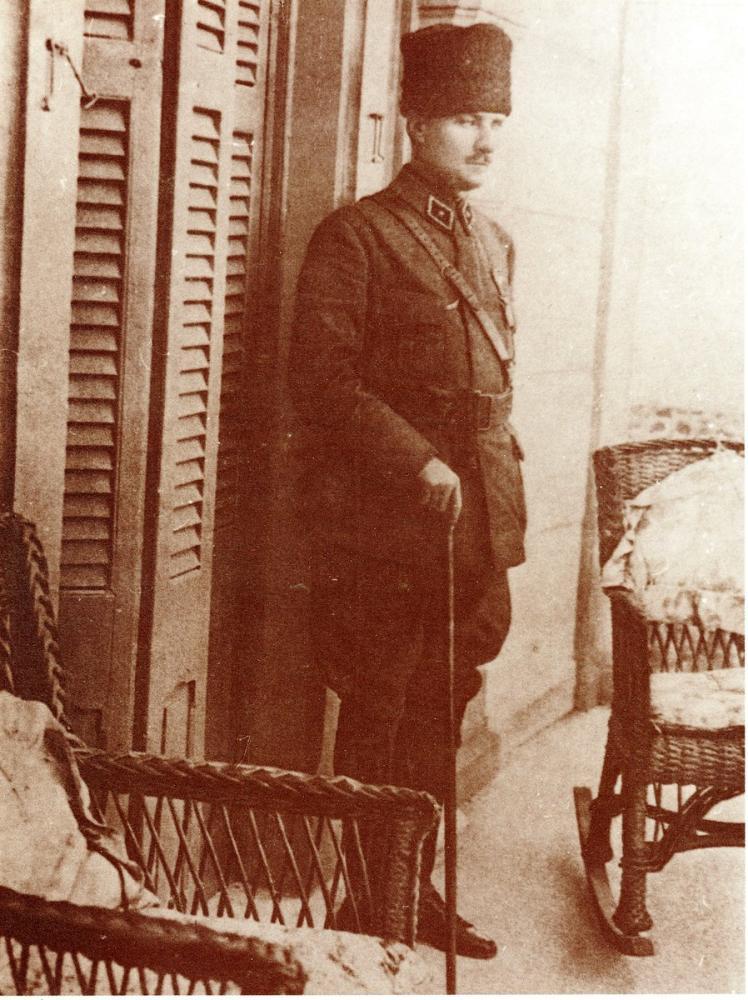 Mustafa Kemal Atatürk, Ayakta, Mustafa Kemal Atatürk, Poster Satış, all posters, kanvas tablo, canvas print sales