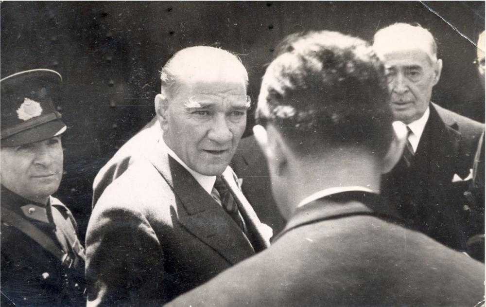 Mustafa Kemal Atatürk at Haydarpasa Station, Mustafa Kemal Atatürk, Poster Satış, all posters, kanvas tablo, canvas print sales
