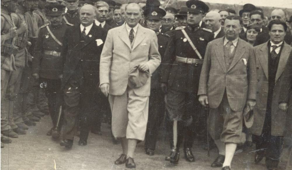 Mustafa Kemal Atatürk, Trabzon da Törenle Karşılanaşı 1937, Mustafa Kemal Atatürk, Poster Satış, all posters, kanvas tablo, canvas print sales