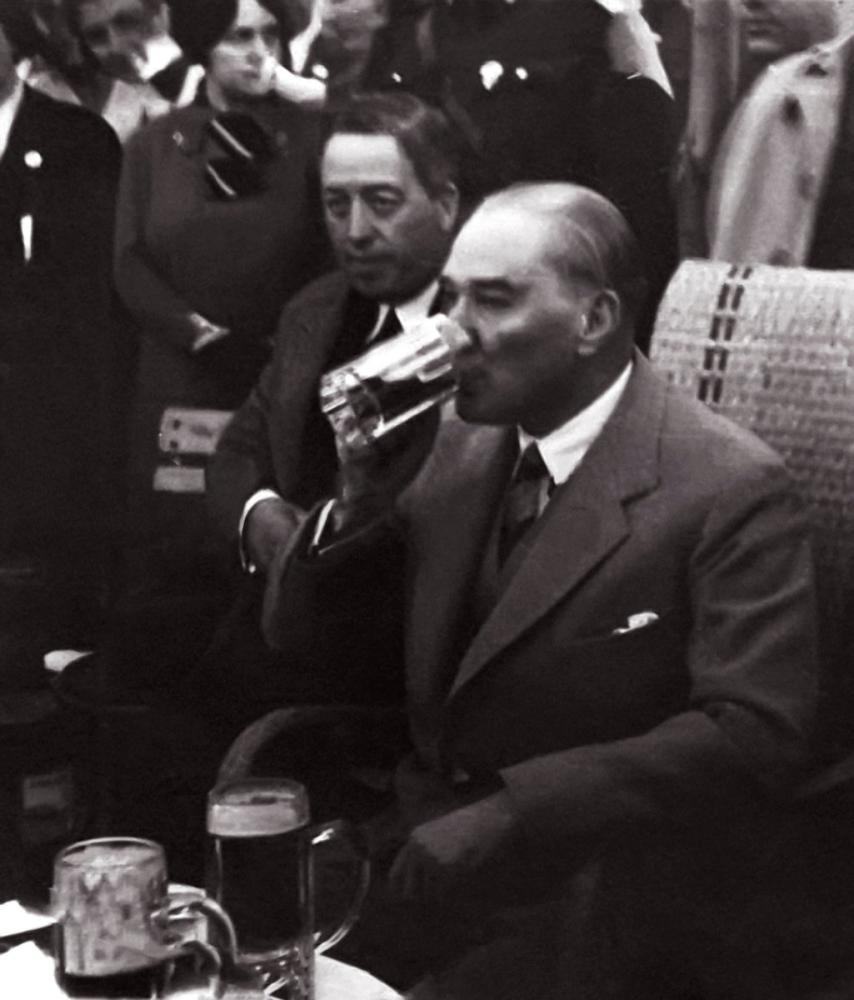 Mustafa Kemal Atatürk Drinking Beer, Mustafa Kemal Atatürk, Poster Satış, all posters, kanvas tablo, canvas print sales