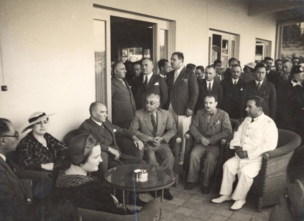Mustafa Kemal Atatürk, Celal Bayar ile Moda Deniz Kulübünde, Mustafa Kemal Atatürk, Poster Satış, all posters, kanvas tablo, canvas print sales