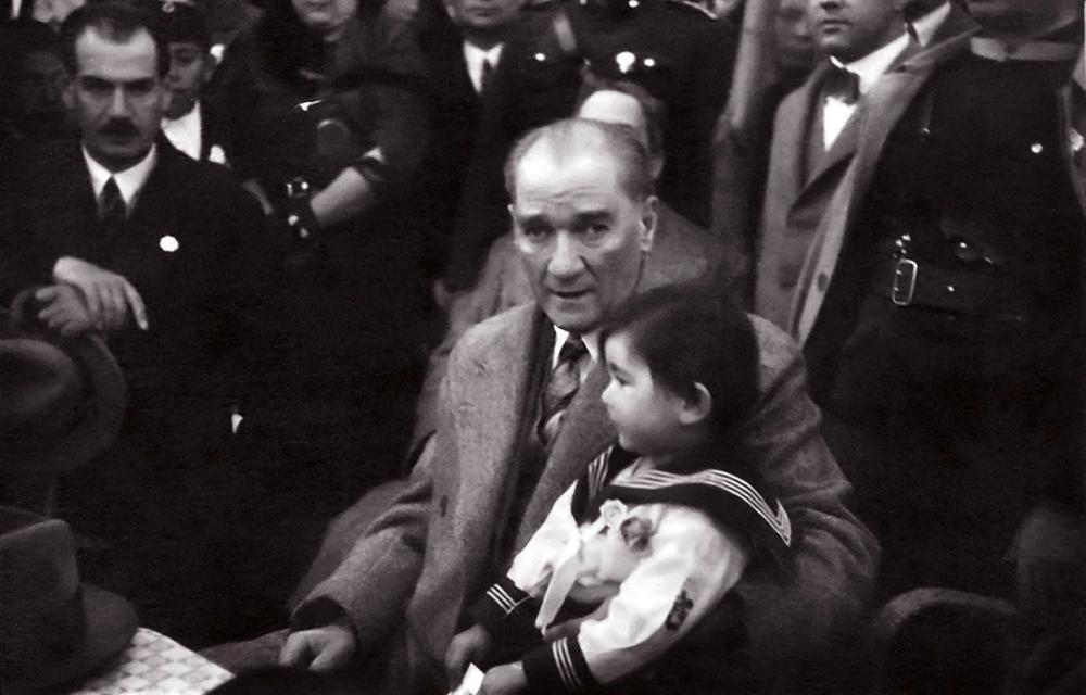 Mustafa Kemal Atatürk, Manevi Kızı Ülkü ile Birlikte Orman Çiftliğinde, Mustafa Kemal Atatürk, Poster Satış, all posters, kanvas tablo, canvas print sales