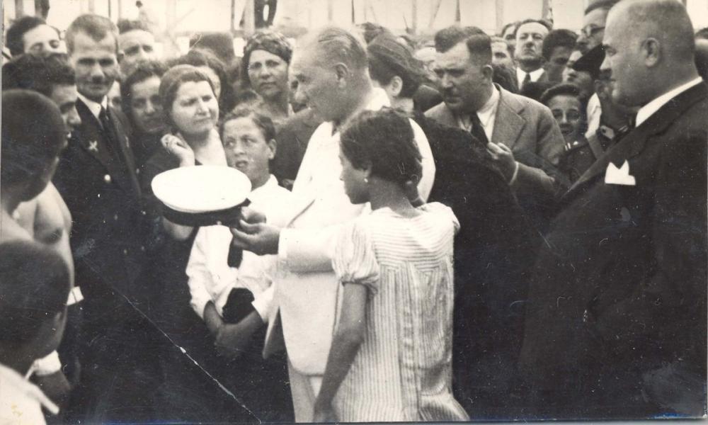 Mustafa Kemal Atatürk, Among the People, Mustafa Kemal Atatürk, Poster Satış, all posters, kanvas tablo, canvas print sales