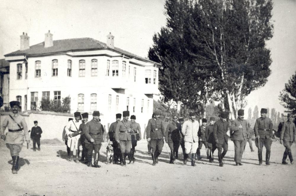 Mustafa Kemal Atatürk, Akşehir Karargahında Komutanlarla 1922, Mustafa Kemal Atatürk, Poster Satış, all posters, kanvas tablo, canvas print sales