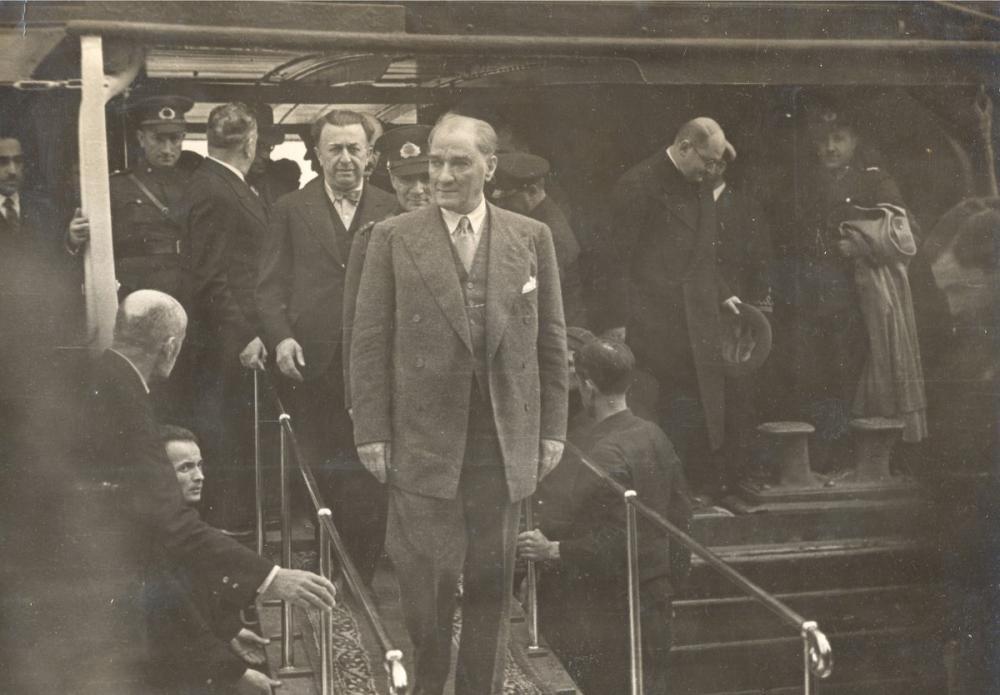 Mustafa Kemal Atatürk, Şükrü Kaya İle Fenerbahçe de, Mustafa Kemal Atatürk, Poster Satış, all posters, kanvas tablo, canvas print sales