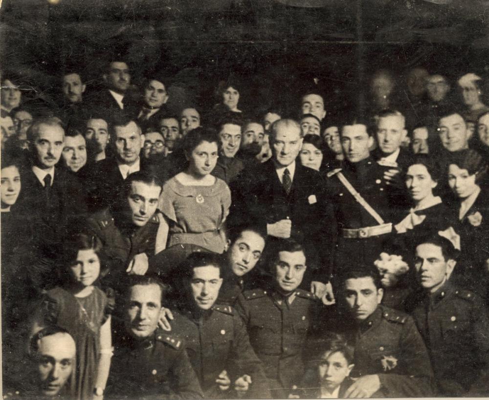 Mustafa Kemal Atatürk with Young People, Mustafa Kemal Atatürk, Poster Satış, all posters, kanvas tablo, canvas print sales