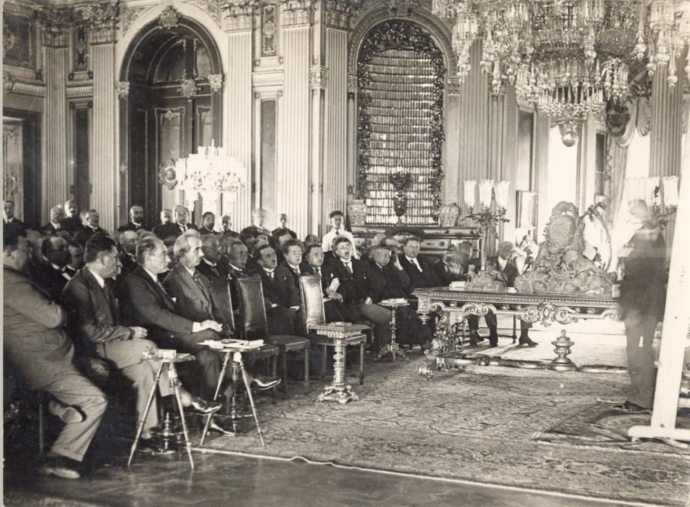 Mustafa Kemal Atatürk, Dolmabahçe Sarayında Bir Toplantıda, Mustafa Kemal Atatürk, Poster Satış, all posters, kanvas tablo, canvas print sales