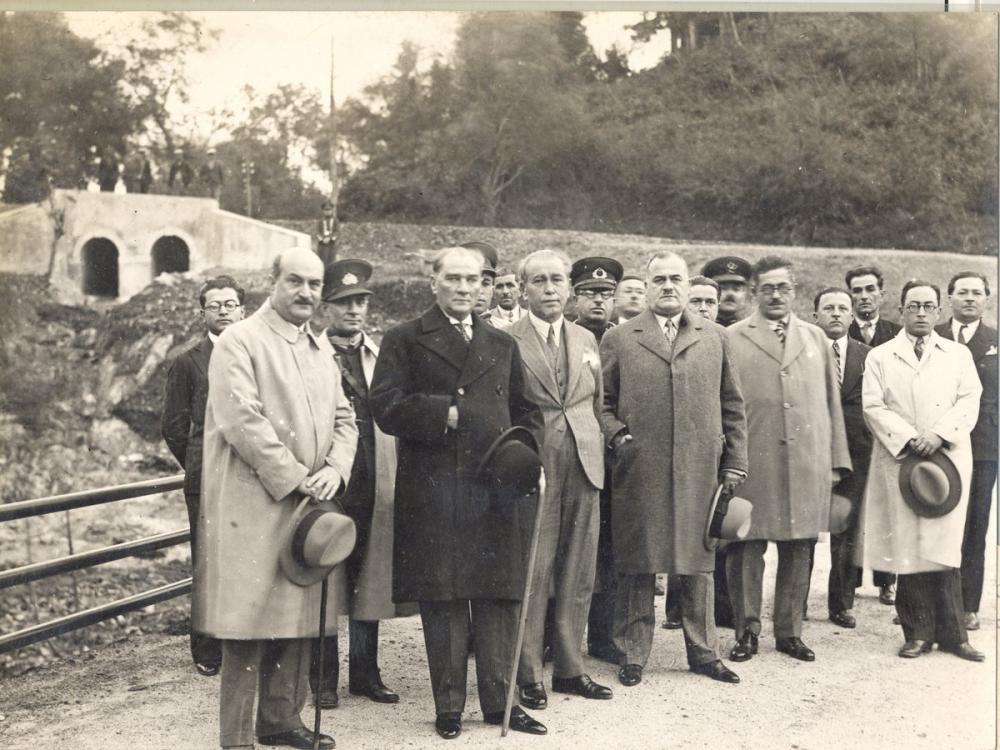 Mustafa Kemal Atatürk, With a Delegation, Mustafa Kemal Atatürk, Poster Satış, all posters, kanvas tablo, canvas print sales