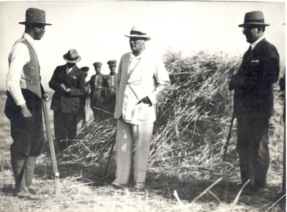 Mustafa Kemal Atatürk with Farmers, Mustafa Kemal Atatürk, Poster Satış, all posters, kanvas tablo, canvas print sales