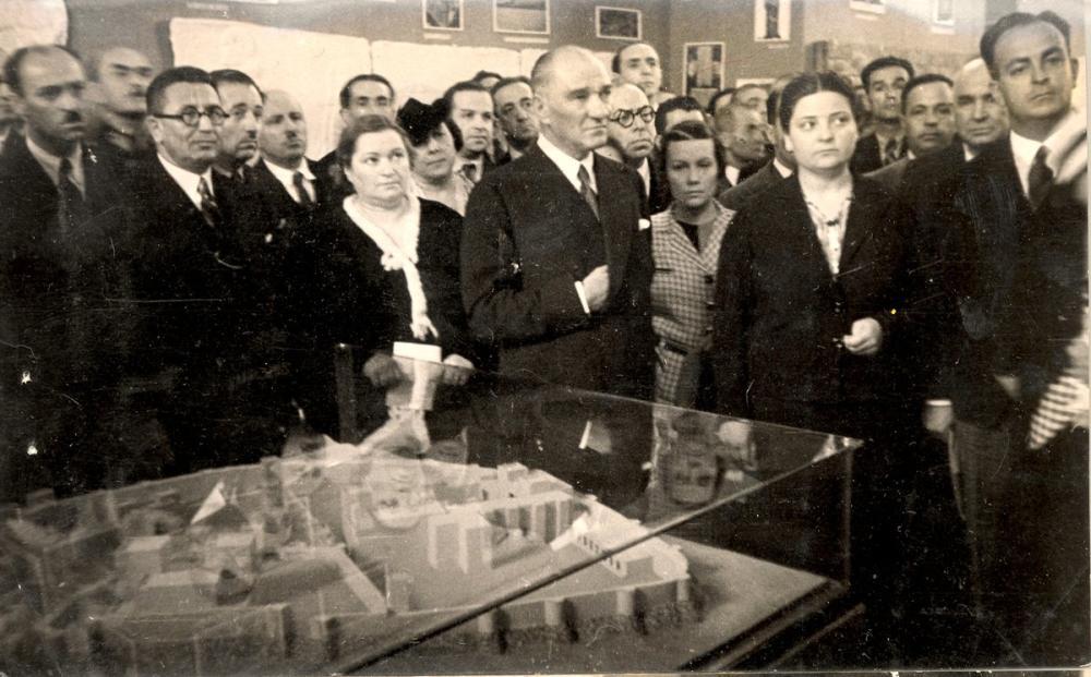 Mustafa Kemal Atatürk at the Istanbul Archeology Museum, Mustafa Kemal Atatürk, Poster Satış, all posters, kanvas tablo, canvas print sales