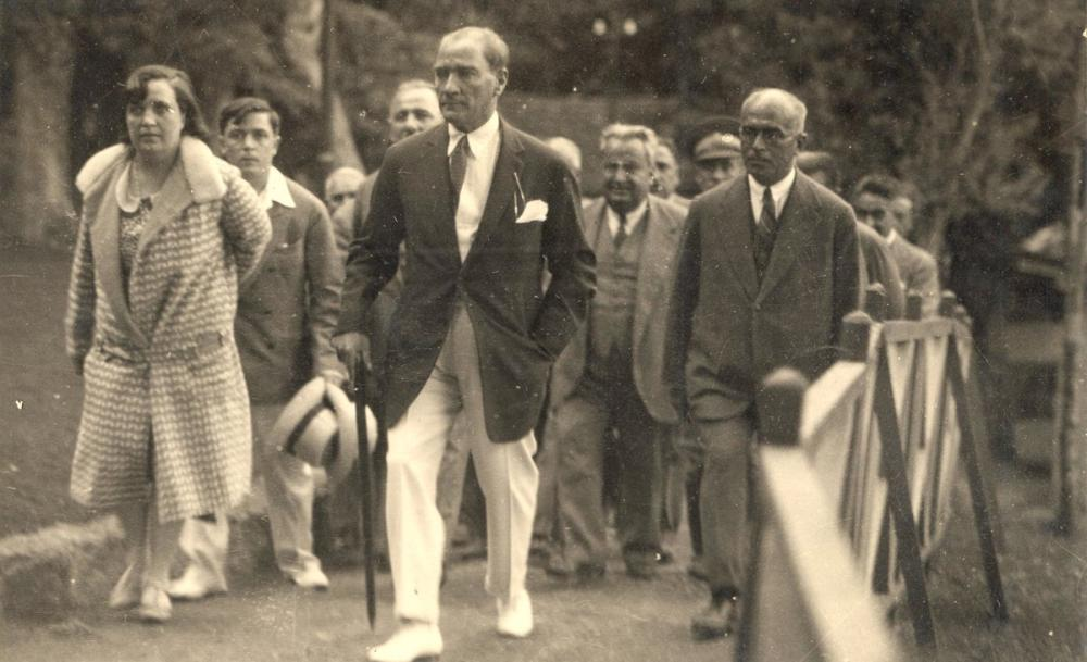 Mustafa Kemal Atatürk, Yürüyüş Sırasında, Mustafa Kemal Atatürk, Poster Satış, all posters, kanvas tablo, canvas print sales
