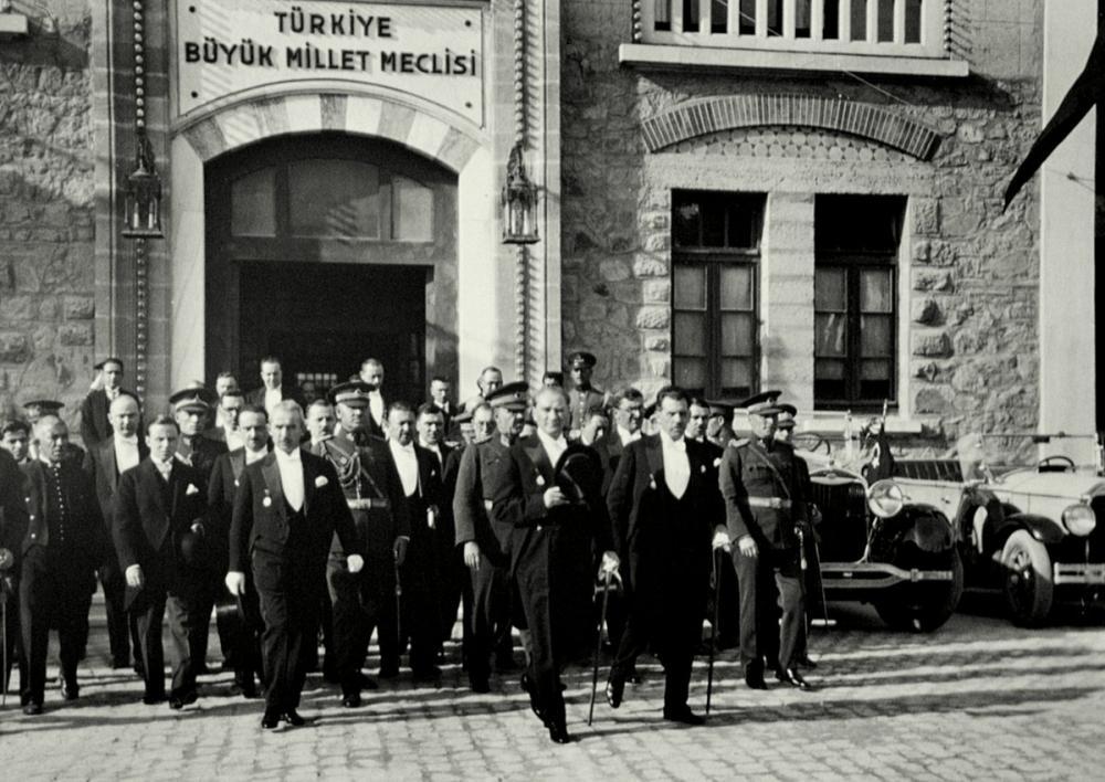 Mustafa Kemal Atatürk, Exiting Parliament, Mustafa Kemal Atatürk, Poster Satış, all posters, kanvas tablo, canvas print sales