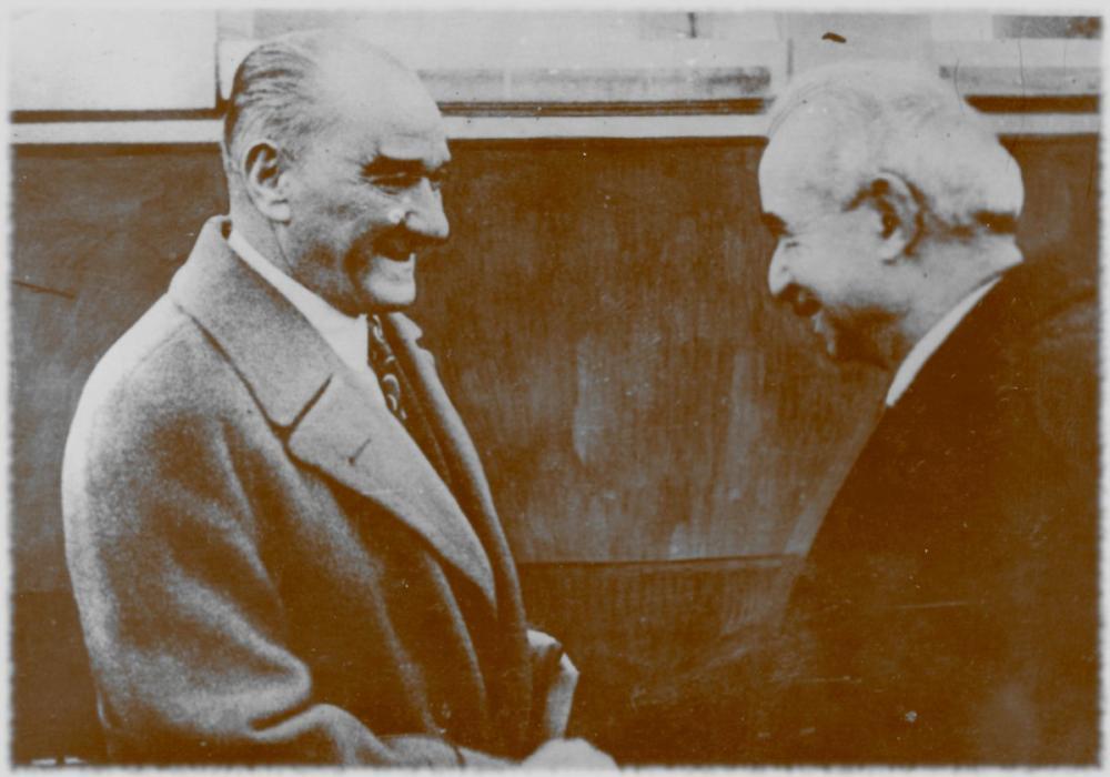 Mustafa Kemal Atatürk, İsmet İnönü İle Beraber Tokalaşırken, Mustafa Kemal Atatürk, Poster Satış, all posters, kanvas tablo, canvas print sales