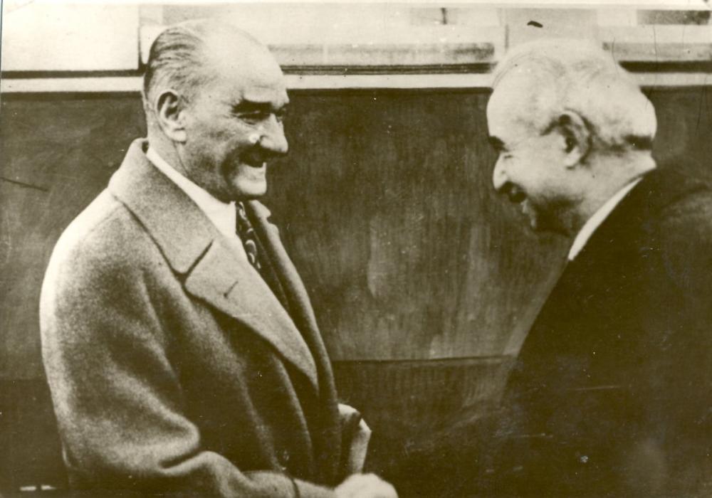 Mustafa Kemal Atatürk, İsmet İnönü İle Beraber Tokalaşırken 2, Mustafa Kemal Atatürk, Poster Satış, all posters, kanvas tablo, canvas print sales