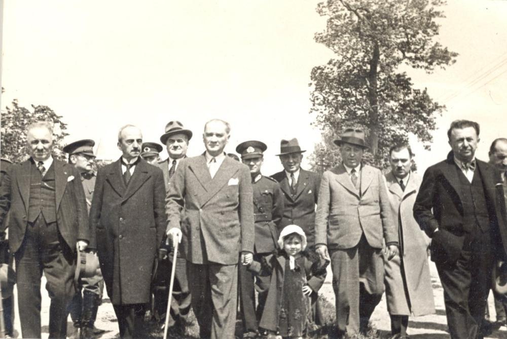 Mustafa Kemal Atatürk, Küçük Ülkü yle, Mustafa Kemal Atatürk, Poster Satış, all posters, kanvas tablo, canvas print sales
